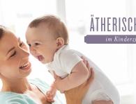 Ätherische Öle im Kinderzimmer mit lächelnder Mutter mit Baby