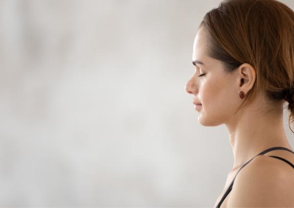 冷えが気になるときは、 温かみのあるシナモンの香りがおすすめ。 瞑想やリラックスしたい時に、 手のひらになじませながら、深呼吸。