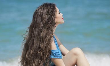 Cómo conseguir un cabello de sirena con aceites esenciales