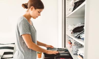 Ordena tu armario: organiza tu ropa con estos consejos
